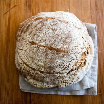Pšenični polbeli kruh z drožmi